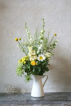 yellow and white garden style bunch in enamel jug Oui Oui, Flower Fashion, Yellow Roses, Cut Flowers, Wedding Inspiration, Wedding Ideas, Flower Power, Floral Arrangements, Our Wedding
