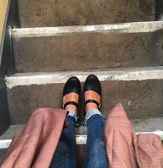 Tallish Woman In @lottafromstockholm clogs @edfringe @thetallwomen…
