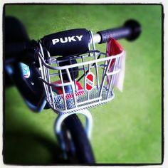 Zapowiedzi AktywnegoSmyka... Koszyk na kierownicę pasujący na rowerek biegowy Puky (również na te z klamką hamulca na kierownicy) :-) #puky #aktywnysmyk #balancebike