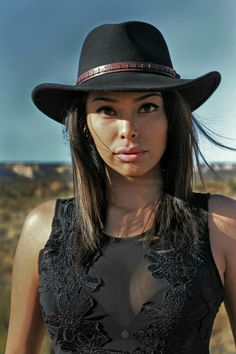 Lynntelle Slim [Navajo] / Native American woman - indigenous girls from America Native American Models, Native American Beauty, Native American History, American Indian Girl, American Pride, American Indians, Estilo Cowgirl, Native Girls, Native Indian