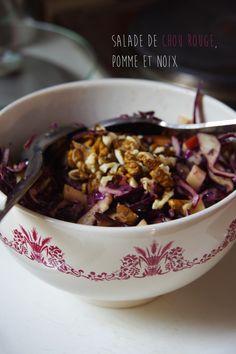 Salade de chou rouge, pomme et noix. La recette ici : http://journalduneame.fr/salade-de-chou-rouge-pomme-et-noix/