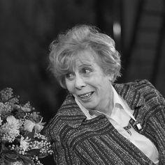 Marie Johanna (Mary) Dresselhuys (Tiel, 22 januari 1907 - Amsterdam, 19 mei 2004) was een Nederlands actrice, die ruim honderdvijftig rollen heeft gespeeld op toneel, in films en voor de televisie in een lange carrière.  Mary DresselhuysDate7 January 1982  SourceBeeld en Geluidwiki - Gallery: Mary Dresselhuys  Author KRO