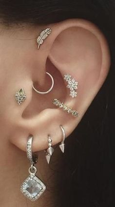 Silver Leaf Ear Piercing for Forward Helix Earring, Cartilage Stud, Tragus Piercing Tragus Piercings, Piercings Corps, Piercing Snug, Piercing Cartilage, Cute Ear Piercings, Multiple Ear Piercings, Cartilage Earrings, Peircings, Conch Earring