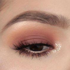 #Natural, #eyemakeupnatural #NaturalBodyScrub Pink Eye Makeup, Colorful Eye Makeup, Simple Eye Makeup, Smokey Eye Makeup, Cute Makeup, Skin Makeup, Eyeshadow Makeup, Eyeshadow Palette, Makeup Brushes