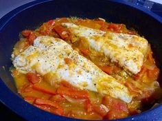 Merluza con pisto Lasagna, Meat, Chicken, Ethnic Recipes, Muffin, Food, Cooking Recipes, Ethnic Food, Homemade