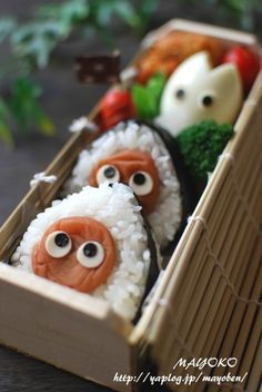 totoro bento - cutest lunch box by far! Kawaii Bento, Cute Bento, Cute Lunch Boxes, Bento Box Lunch, Fun Snacks For Kids, Kids Meals, Sushi Love, Creative Food, Creative Ideas