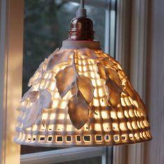 Naturlampe m/bøgekviste (porcelæn) (H: 16 x dia. 21 cm) - Pris DKK 1.750,-/SEK 2.175,- (inkl. E 27 kobberfatning og 3 m hvid ledning).