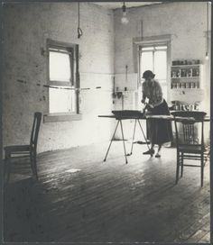 American Abstract Expressionist Grace Hartigan (1922-2008) in her print studio.