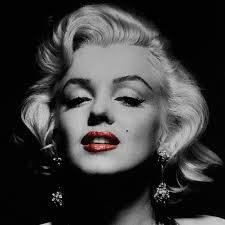 Marilyn Monroe Black and White Pictures with Red Lips - Snappy Pixels Marilyn Monroe Frases, Art Marilyn Monroe, Marylin Monroe Pictures, Katy Perry, Costume Marilyn Monroe, Divas, Idole, Actrices Hollywood, Thing 1