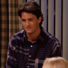 FRIENDS: Top 10 funny lines from the show which prove Matthew Perry and Chandler Bing are extremely alike Friends Episodes, Friends Cast, Friends Moments, Friends Tv Show, Friends Series, Chandler Friends, Monica And Chandler, Chandler Bing, Joey Friends