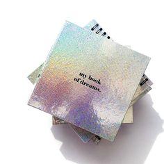 It's time to start writing planning & drawing your dreams!! // El nuevo Book of Dreams es el libro perfecto para escribir todos tus sueños y empezar a materializarlos! Encuéntralo en www.toystyle.co LINK en la BIO #toystyle #new #holographic #bookofdreams #stationery #tomyfav #amoryamistad