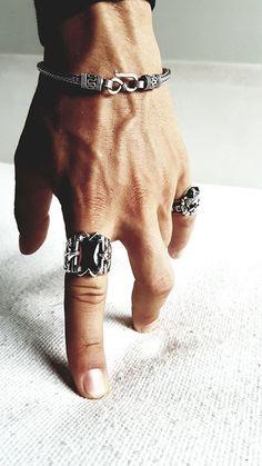 Dica para homens: anel masculino mens accessories – Men's style, accessories, mens fashion trends 2020 Bracelets For Men, Fashion Bracelets, Fashion Rings, Fashion Jewelry, Men's Jewelry, Gothic Jewelry, Cheap Jewelry, Leather Jewelry, Fashion Men