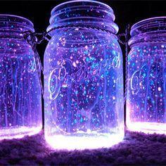 Pote de vidro + líquido neon (das pulseiras de festa) + Glitter branco!