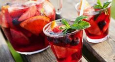 There's no better summer drink than sangria. For this herbal tea sangria recipe, use any kind of herbal tea you'd like. Fruit or mint teas are great. Sangria Recipes, Margarita Recipes, Punch Recipes, Alcohol Recipes, Cocktail Recipes, Mojito Recipe, Red Wine Sangria, Summer Sangria, Summer Drinks