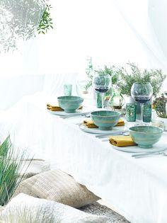 Goed idee van Feeling-foodstyliste Ann Van der Auwera: Plaats enkele potten met zuiderse kruiden op tafel: rozemarijn, tijm, oregano,... Mooi om te zien en de geuren brengen je meteen in Mediterrane sferen. (Foto: Wout Hendrickx)