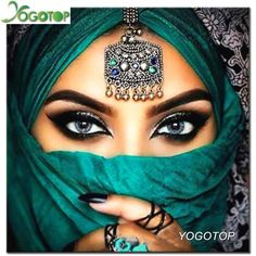 5D Diamond Embroidery, Beautiful Grey Eyed Women