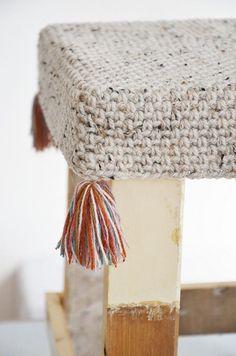 I'm passionate about crochet and handmade items, I'm always creating. Crochet Motifs, Crochet Patterns, Crochet Home, Knit Crochet, Cotton Cord, Stool Covers, Crochet Decoration, Yarn Thread, Handmade Decorations