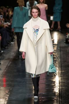 Carven at Paris Fashion Week Fall 2013 - Runway Photos Kids Rain Jackets, Runway Fashion, Fashion Trends, Paris Fashion, Review Fashion, Oversized Coat, Leather Dresses, Barbie World, Carven