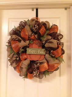 Best Ideas To Create Fall Wreaths Diy 115 Handy Inspirations 0683 - Salvabrani Fall Mesh Wreaths, Fall Deco Mesh, Autumn Wreaths, Deco Mesh Wreaths, Holiday Wreaths, Burlap Wreaths, Ribbon Wreaths, Halloween Wreaths, Mesh Ribbon