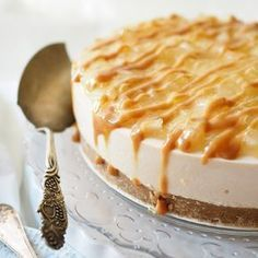 Toffee-omenajuustoka - My Foodie Group Sweet Desserts, Sweet Recipes, Toffee, Just Eat It, Piece Of Cakes, Sweet And Salty, Desert Recipes, Takana, Cheesecake Recipes