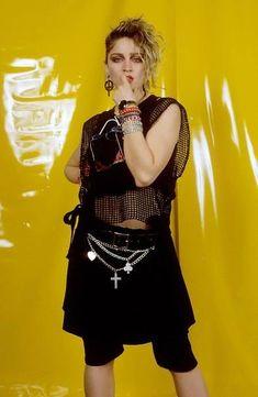 Madonna Madonna fotografiert von Gunter W Kienitz 1984 Wholesale Hip Hop Fashion and Clothing Genera Madonna 80s Outfit, Madonna 80s Fashion, Punk Fashion, 1980s Madonna, 80s Party Costumes, 80s Party Outfits, Madonna Fancy Dress, 80s Style, Madonna 80s