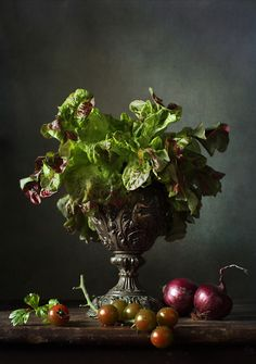 Love that this looks like a vase and flowers rather than lettuce & onions.mphoto: Овощной | photographer: Диана Амелина | WWW.PHOTODOM.COM