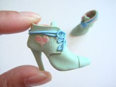 Handmade Miniature Shoes - Polymer Clay Are these not just the cutest? Loving the idea of polymer clay mini shoes!
