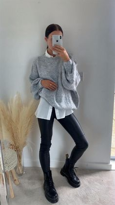 Sporty Outfits, Mode Outfits, Legging Outfits, Trendy Outfits, Girly Outfits, Winter Sweater Outfits, Casual Winter Outfits, Winter Fashion Outfits, Teen Fashion