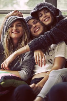 BFFs for Life. Cute Friend Pictures, Sister Pictures, Best Friend Photography, Girl Photography Poses, Teen Friends, Cute Friends, Friendship Photos, Friendship Photography, Best Friend Fotos