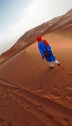 Keep Walking in the Sahara . Zagoura - Morocco