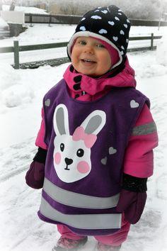 Luukku 8: DIY Heijastinliivi lapselle - Punatukka ja kaksi karhua Hoodies, Sweaters, Fashion, Moda, Sweatshirts, Fashion Styles, Fasion, Sweater, Hoodie