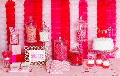 3 ideas para decorar una mesa de dulces http://m.decoracion.facilisimo.com/blogs/general/3-ideas-para-decorar-una-mesa-de-dulces_1000125.html?fba&utm_source=facebook_movil&utm_medium=decoracion&utm_content=&utm_campaign=acortador