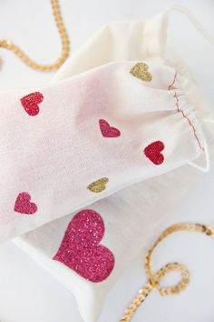 DIY Glitter Heart Bags for Valentine's.. Darling too