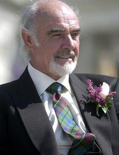 Worth a listen (with the caveat that I would listen to Sean Connery read the phone book) ~ Love his tartan tie & matching heather boutonniere ~ Class! Prinz Charles, Prinz William, Hollywood Actor, Old Hollywood, Gorgeous Men, Beautiful People, Sean Connery James Bond, Elisabeth Ii, Men In Kilts
