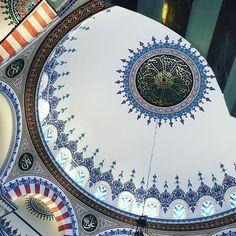 Tag der offenen Moschee. ____________________________________________________ #tagderoffenenmoschee #berlin #mosque #moschee #sehitlik #columbiadamm #openmosque #islam #dritteroktober #architecture #archilovers #religiousarchitecture #islamicarchitecture #architektur #architecturephotography #rotunde #kuppel #cupola