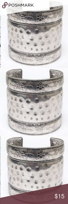 Metal Textured Cuff Bracelet-474 Metal textured cuff bracelet 2 3/4 inches 📦Purchase by 4:00pm Central Time for same day shipping. Jewelry Bracelets