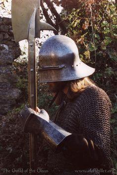 gauntlets glaive hauberk helmet polearm sallet