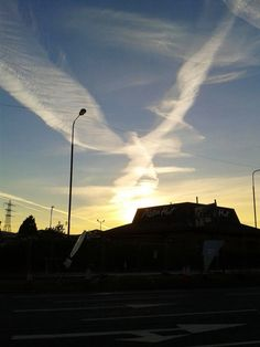 This is a sylph erasing a chemtrail...