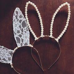 Nossas coelhinhas estão fazendo sucesso! ❤️ Cute Headbands, Diy Headband, Baby Hair Accessories, Diy Accessories, Halloween Headband, Halloween Diy, Diy Jewelry, Beaded Jewelry, Handmade Jewelry