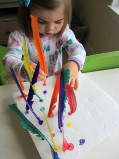 Feather fine motor matching game for toddlers. Gloucestershire Resource Centre http://www.grcltd.org/scrapstore/
