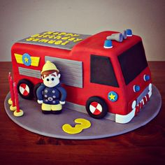 gâteau anniversaire Sam le Pompier à décorer de pâte à sucre rouge Geburtstagstorte Sam der Feuerwehrmann zum Dekorieren von rotem Zuckerteig Fireman Sam Birthday Cake, Thomas Birthday Cakes, Fireman Sam Cake, Truck Birthday Cakes, Firefighter Birthday, Fire Engine Cake, Fire Fighter Cake, Celebration Cakes, Themed Cakes