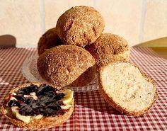 Super Grundrezept für knusprige Low Carb Brötchen (Semmeln). Eignen sich perfekt als Frühstücksbrötchen oder als Snack für unterwegs ...