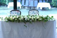 会場装花 白バラにたっぷりの実ものを メインテーブル