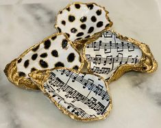 Oyster Shell Crafts, Oyster Shells, Sea Shells, Seashell Art, Seashell Crafts, White Ornaments, Holiday Ornaments, Black Spot, Black White