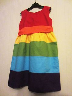 spruce this up with some ruffles and I think it would make the perfect addition to a rainbow party!