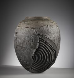 Patricia Shone works with the clay's natural textures. She achieves surfaces that reflect the formation and erosion of the land. Pottery Handbuilding, Raku Pottery, Pottery Art, Organic Ceramics, Keramik Vase, Ceramic Techniques, Ceramics Projects, Japanese Ceramics, Pottery Designs