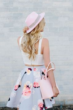 Floral skirt with white crop top. Pink hat and bag make the whole look extra cute and girly Pinterest: ✦ @sartooch ✦