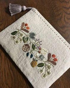 new brazilian embroidery patterns Cushion Embroidery, Crewel Embroidery Kits, Silk Ribbon Embroidery, Hand Embroidery Patterns, Hand Applique, Cross Stitch Embroidery, Embroidery Needles, Embroidery Supplies, Brazilian Embroidery Stitches