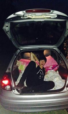 omg calum you can ride in the trunk of my car :o