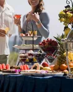 Lots and lots of great Cocktail Party Menu Ideas. Foods are broken down by type, hot/cold etc - LOVE THIS SITE!!!!!!!